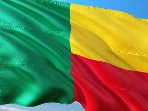 Drapeau du Bénin flottant